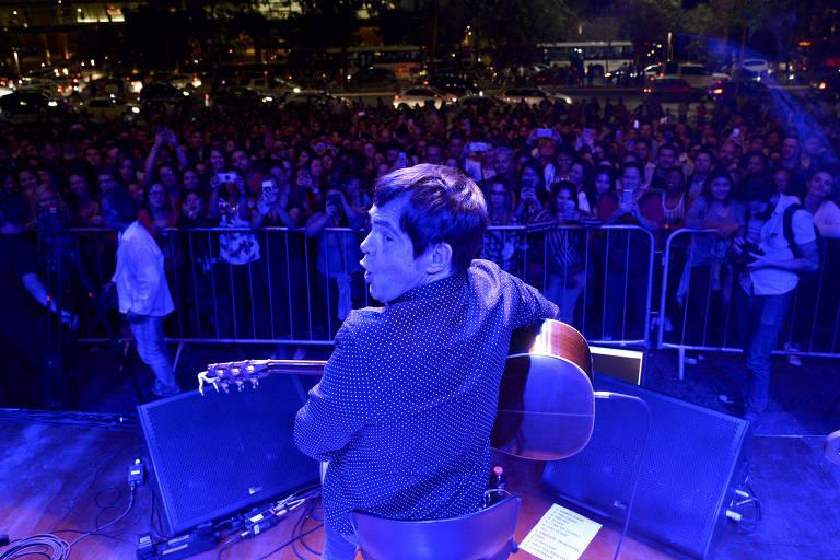 Samuel Rosa e banda fazem com show-surpresa na Faria Lima