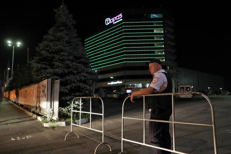Segurança bloqueia entrada de hotel em Rostov-do-Don após ameaça de bomba no local