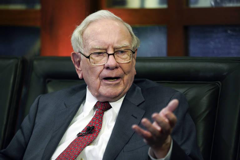 Warren Buffett durante entrevista em Omaha