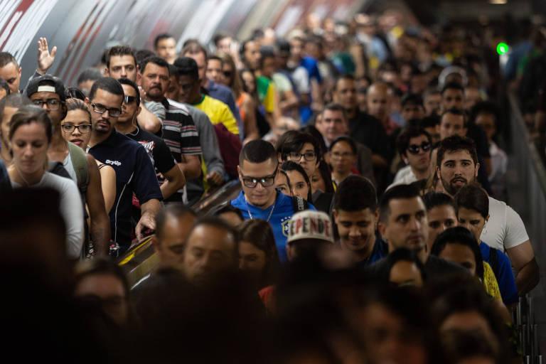 Trânsito congestionado e metrô cheio em São Paulo antes do jogo Brasil x Sérvia