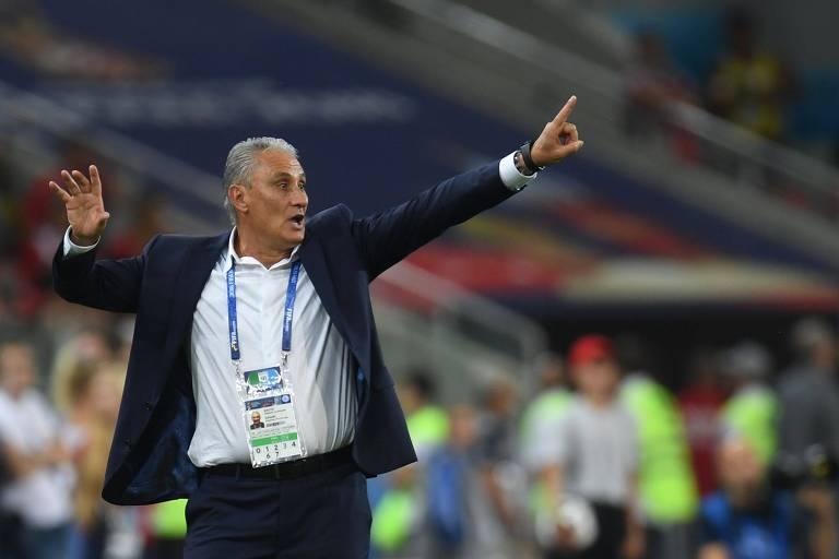 Tite durante jogo do Brasil contra a Sérvia