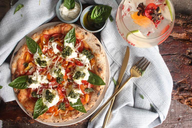 Na Unica Pizzeria, massa tem cobertura de creme de burrata com tomatinhos e pesto de manjericão