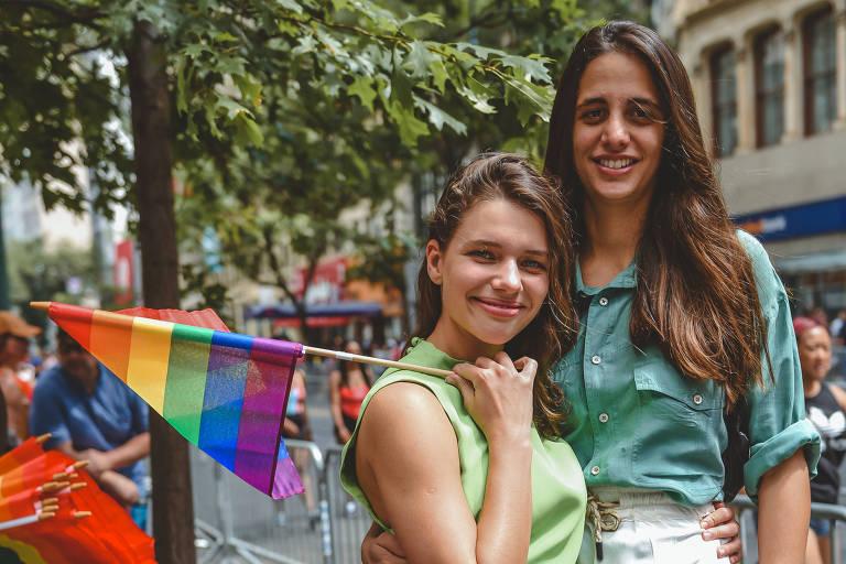 Bruna Linzmeyer e Priscila Visman na Parada LGBT de Nova York