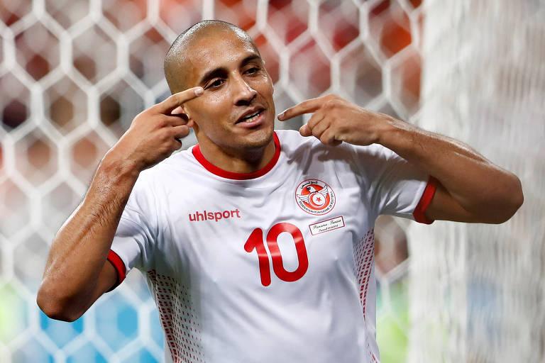 Wahbi Khazri, da Tunísia, comemora seu gol, o que deu a vitória à seleção africana por 2 a 1