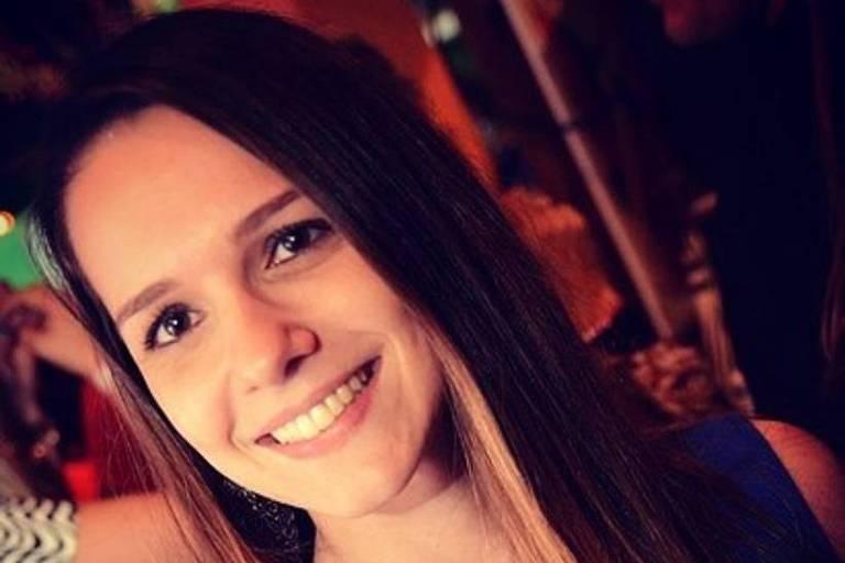 A torcedora Tamara Maiochi, que morreu nesta quarta (27) ao cair sobre um copo de vidro