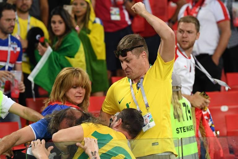 Torcedores entram em confusão nas arquibancadas do Estádio Spartak durante Brasil x Sérvia