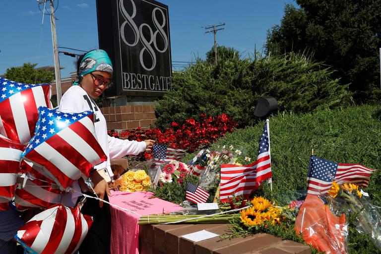 Memorial em frente ao Capital Gazette em homenagem às vítimas