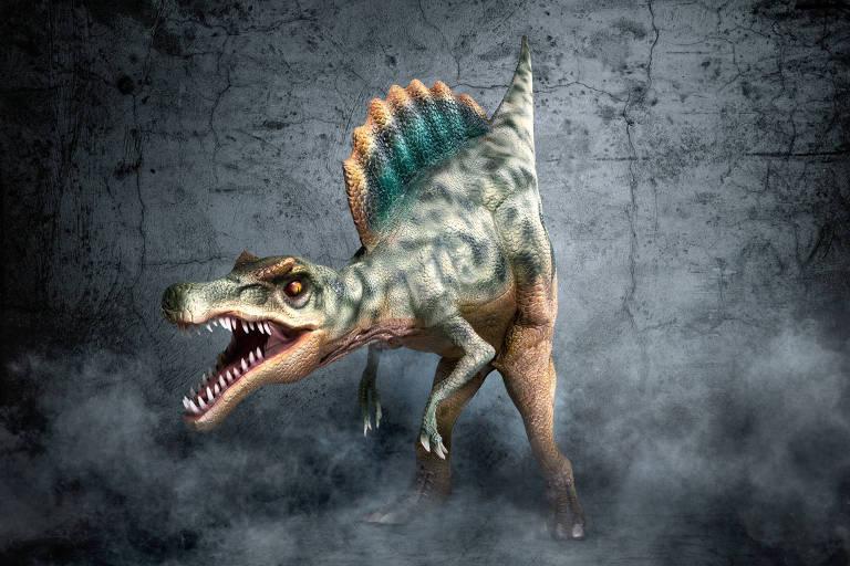 Show com dinossauros em tamanho real é atração em shopping