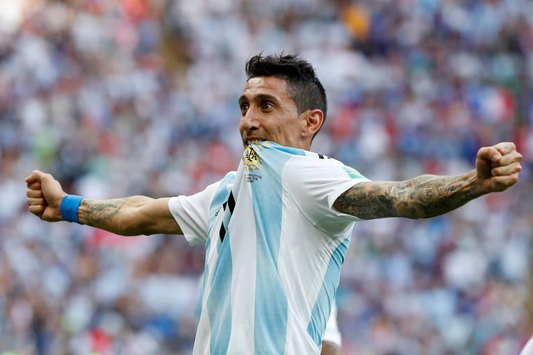 Angel Di María comemora ao empatar o jogo para a Argentina