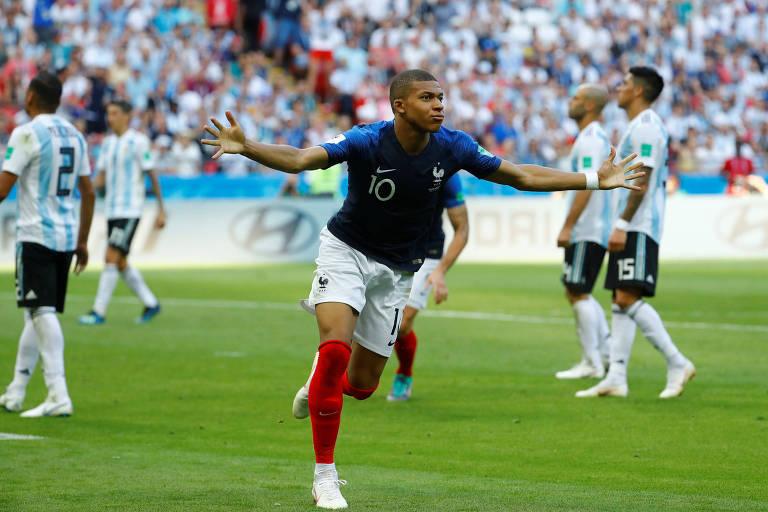 Mbappé comemora gol em vitória por 4 a 2 contra a Argentina
