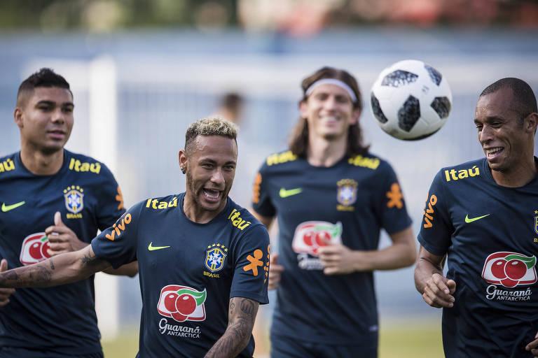 Casemiro, Neymar, Filipe Luís e Miranda treinam em Sochi