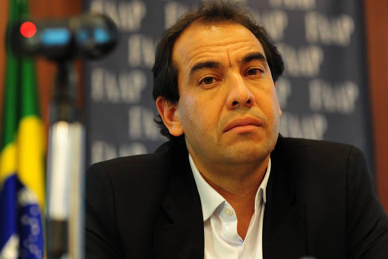 O diretor de engenharia da Dersa, Pedro da Silva, em audiência pública da duplicação da Tamoios