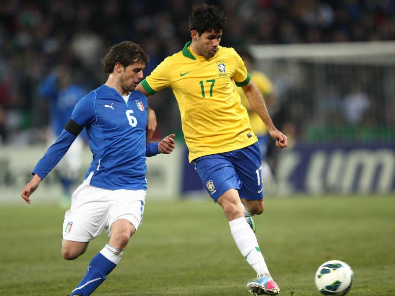 2013: Diego Costa jogou 40 minutos pela seleção brasileira