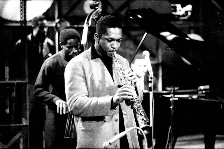 O saxofonista americano John Coltrane (1926-1967) durante apresentação na Alemanha Ocidental em 1959
