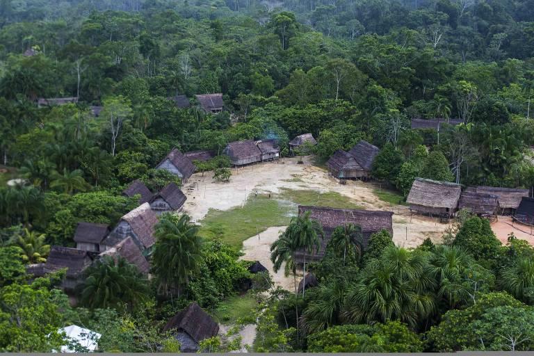 Aldeia indígena no Amazonas