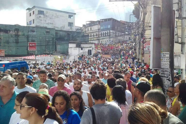 Multidão no cortejo de 2 de julho, em Salvador