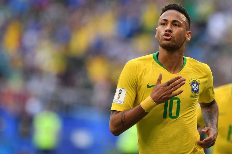 Neymar comemora seu gol contra o México