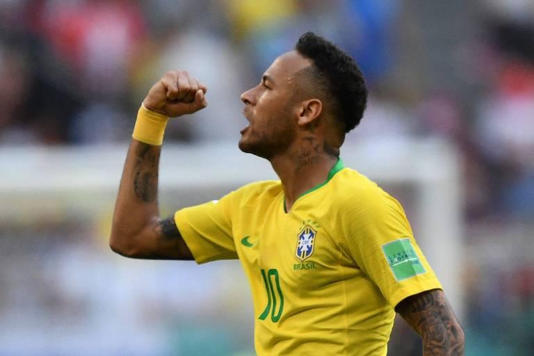 Neymar comemora gol em partida contra o México na arena Samara