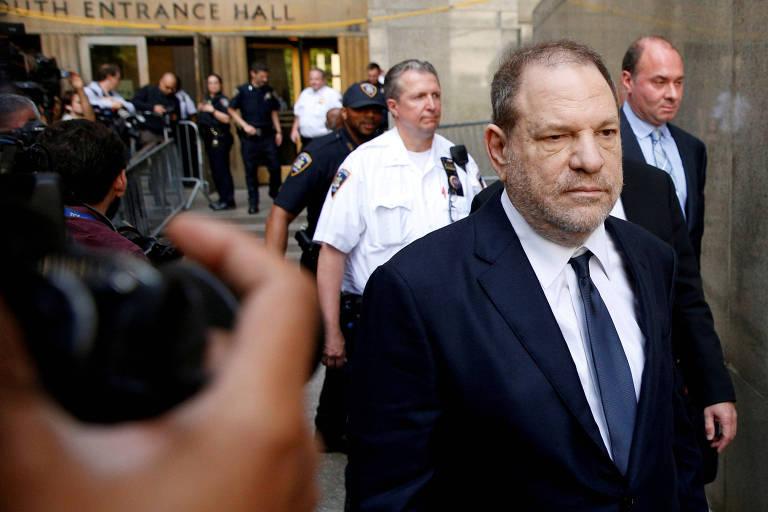 O produtor Harvey Weinstein deixa a corte nova-iorquina, em junho