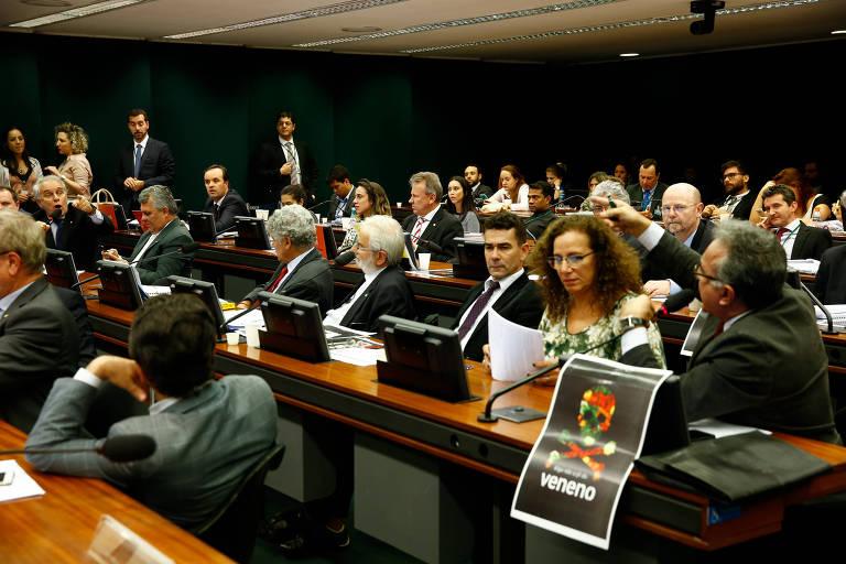 Sessão na qual comissão especial da Câmara aprovou relatório que prevê mudanças na legislação sobre agrotóxicos