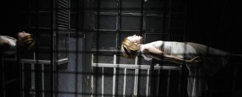 Sao Paulo, SP, Brasil. Data 31-07-2017. Espetáculo Enquanto Ela Dormia. Atriz Lucienne Guedes. Sesi Mezanino. Foto Lenise Pinheiro/Folhapress