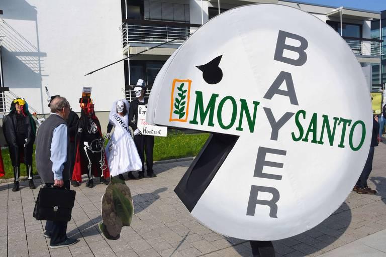 Manifestantes protestam na Alemanha contra fusão de Bayer e Monsanto