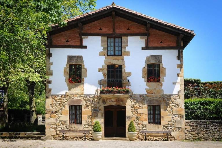 Fachada do restaurante Asador Etxebarri