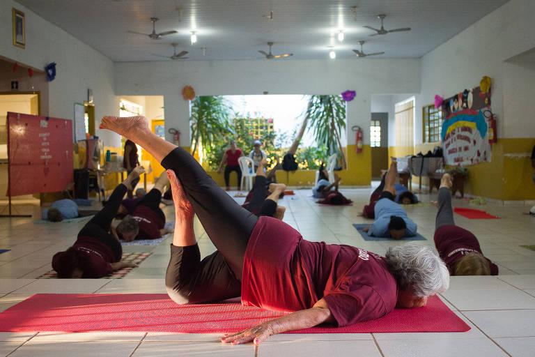 Aula de ioga da Rosinha