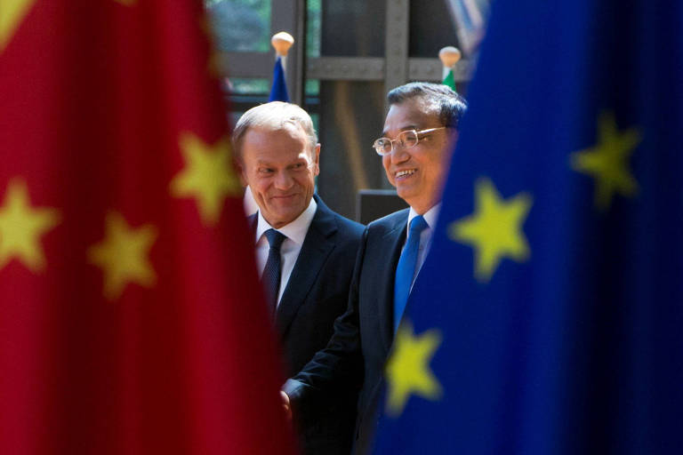 Donald Tusk, presidente do Conselho europeu, e o primeiro-ministro chinês Li Keqiang em Bruxelas