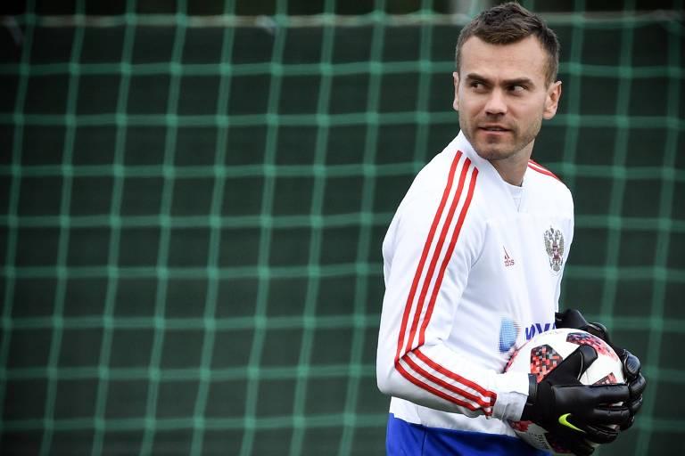 Igor Akinfeev durante treino da seleção russa