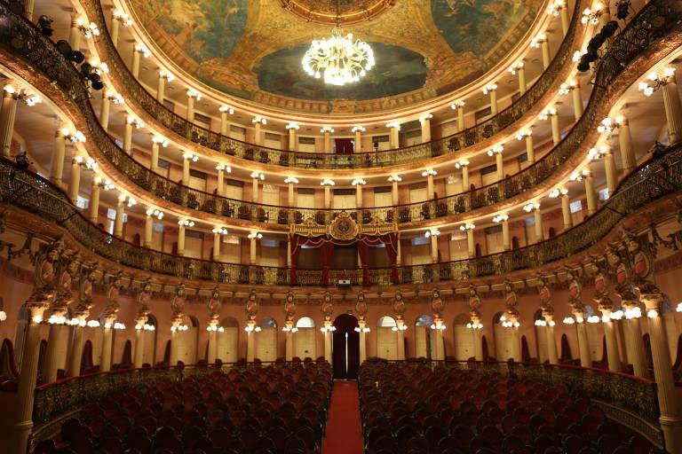Interior da sala de apresentações do teatro Amazonas, em Manaus; há visitas guiadas pelo prédio por R$ 20
