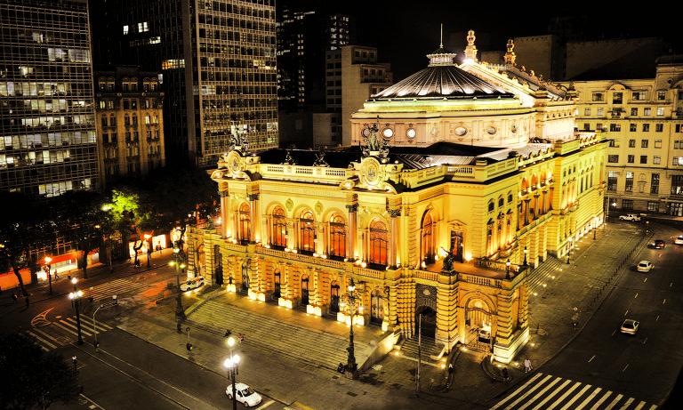 Fachada do Theatro Municipal de São Paulo à noite