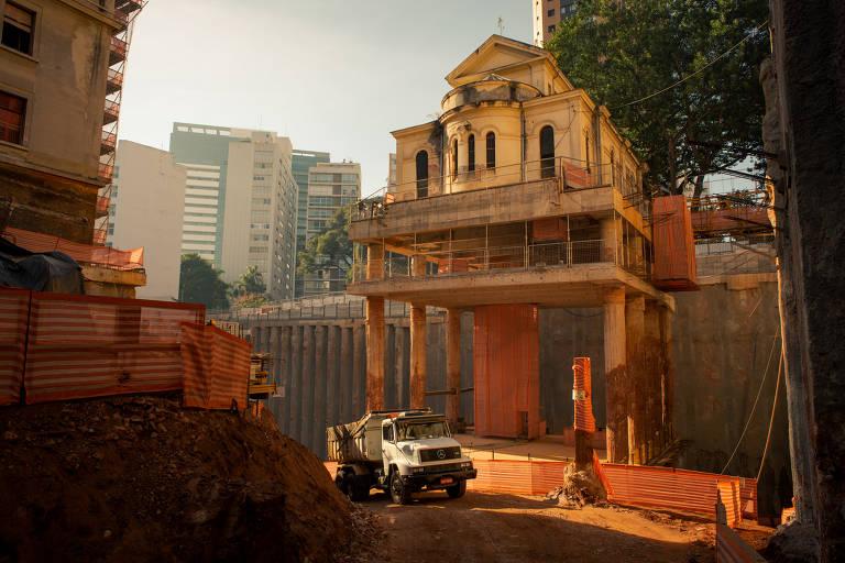 Capela do antigo Hospital Matarazzo é suspensa 31 metros no ar