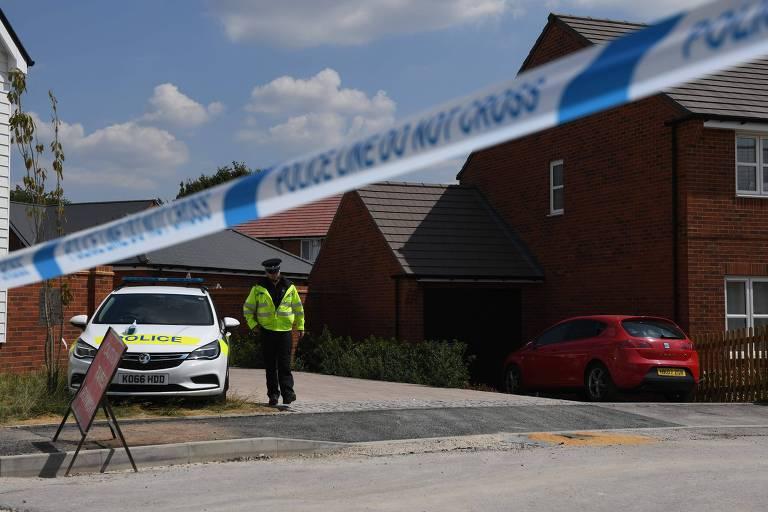 Casa em Amesbury onde o casal foi encontrado envenenado foi isolada pela polícia