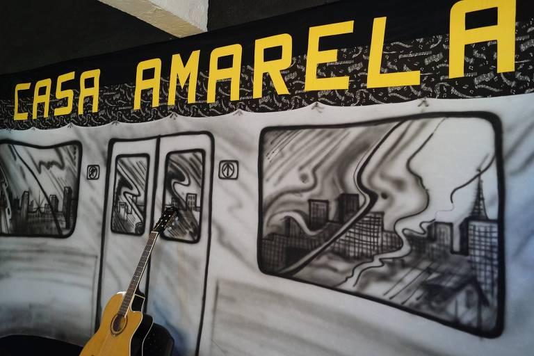 A Casa Amarela foi inaugurada em 2011 e recebe filmes e exposições
