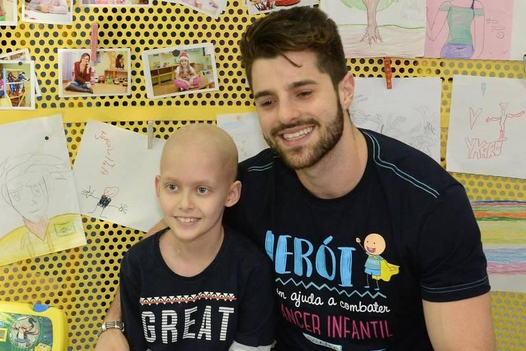 Alok visitou o Hospital Graac, em São Paulo, e conversou com pacientes