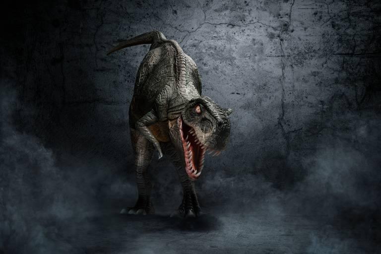 Boneco de dinossauro em tamanho real