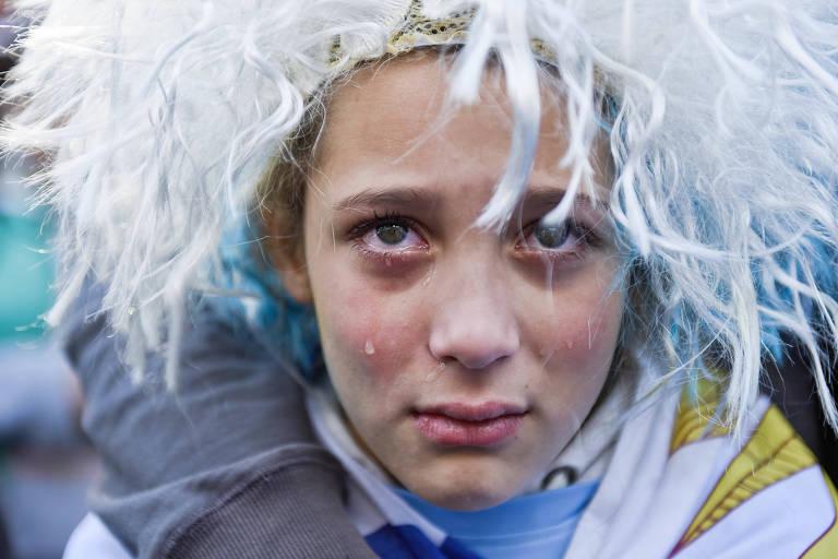 Fora da Rússia, torcidas celebram seleções