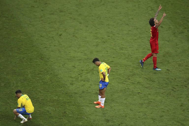 Philippe Coutinho e Neymar lamentam eliminação do Brasil da Copa da Rússia  na Arena Kazan 11f7226a675bc