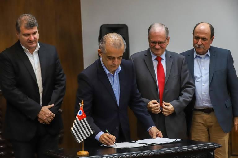Márcio França assina decreto de criação do Hospital das Clínicas de Bauru