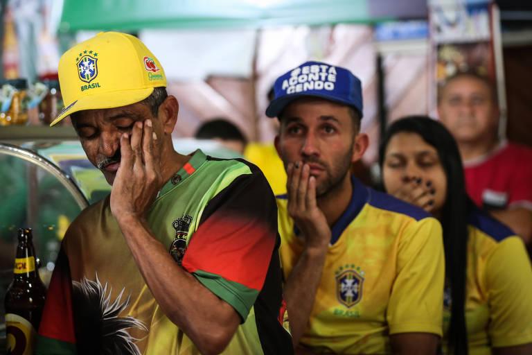 Torcedores no Brasil assistem ao jogo contra a Bélgica