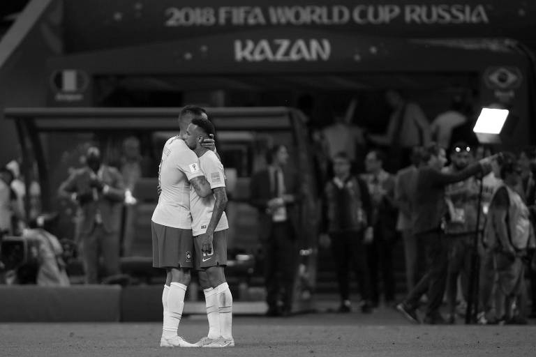 Renato Augusto e Neymar após a eliminação da seleção brasileira na Copa da Rússia