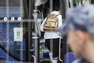 Copa Russia 2018. Neymar deixa hotel Mirage  em Kazan para pegar onibus  com destino ao aeroporto na saida da Selecao Brasileira da Russia apos eliminacao na Copa do Mundo