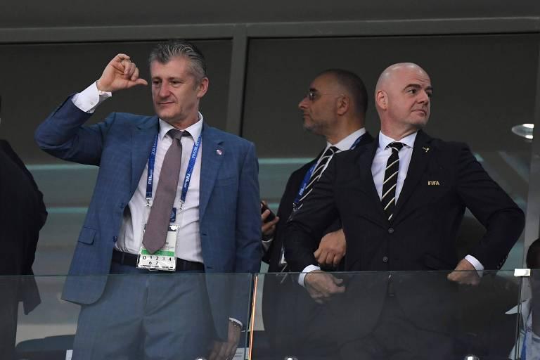 Davor Suker (à esq.) ao lado de Gianni Infantino, presidente da Fifa