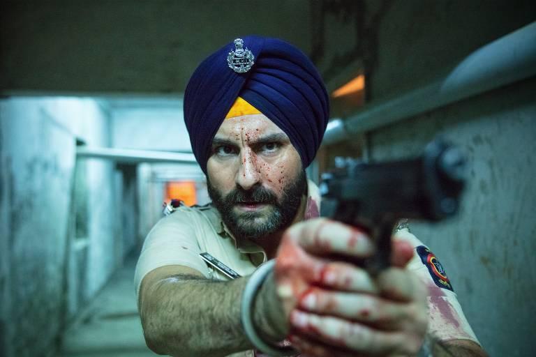 """Saif Ali Khan em cena da série """"Jogos Sagrados"""" da Netflix"""