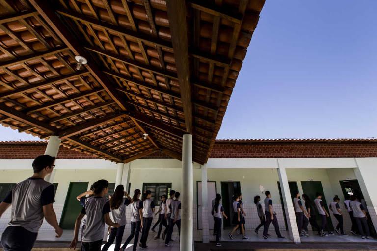 Estudantes da escola Augustinho Brandão