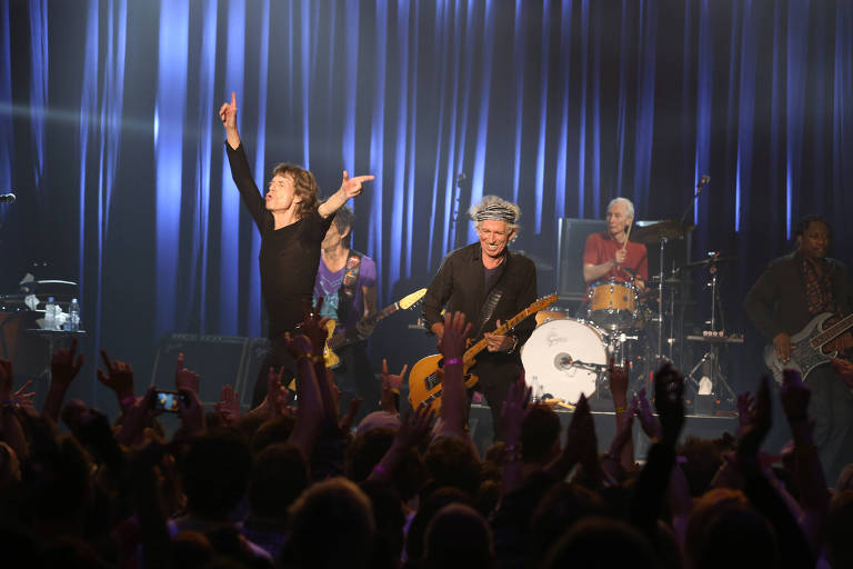 "Mick Jagger (à esq.) e o guitarista Keith Richards no show ""Sticky Fingers - Live at the Fonda Theatre"", gravado em Los Angeles, em 2015"