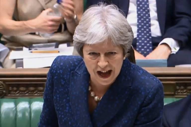 A primeira-ministra britânica Theresa May em discurso nesta segunda (9) no Parlamento