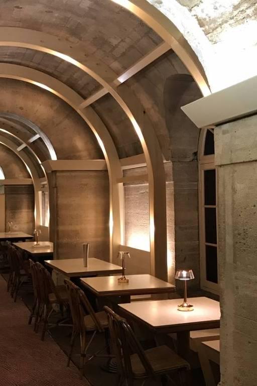 Aberto em março de 2018 pela Food for Soul, restaurante antidesperdício funciona na cripta da igreja Madeleine, em Paris, com refeições preparadas por chefs usando ingredientes excedentes ou não vendidos (100 refeições preparadas todos os dias usando 130 kg de comida não vendida).