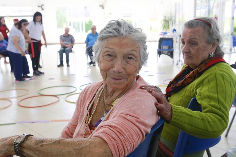 Idosas em centro com atividades físicas específicas para a terceira idade, em São Paulo